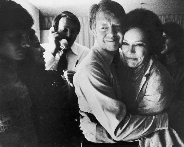 Decisions「Jimmy And Rosalynn Carter Embrace, 1976.」:写真・画像(17)[壁紙.com]