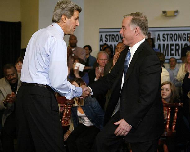 Kerry Campaigns In Oregon:ニュース(壁紙.com)