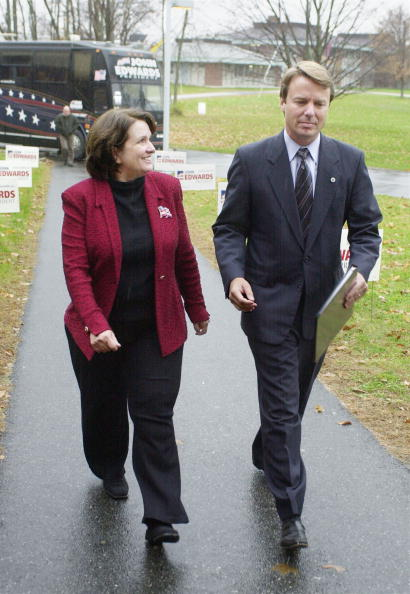 Strategy「Edwards Campaigns In New Hampshire」:写真・画像(11)[壁紙.com]