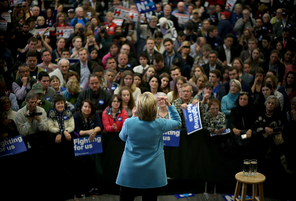 Politics and Government「Hillary Clinton Campaigns In New Hampshire Ahead Of Primary」:写真・画像(11)[壁紙.com]