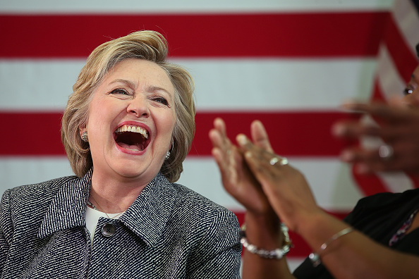 Laughing「Hillary Clinton Holds Gun Violence Discussion In Hartford, Connecticut」:写真・画像(13)[壁紙.com]