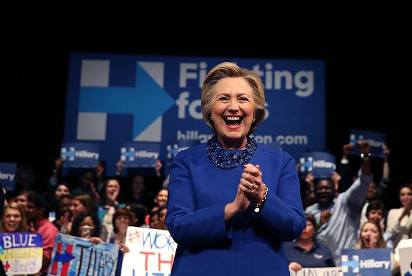 笑顔「Hillary Clinton Holds Get Out The Vote Rally In Delaware」:写真・画像(17)[壁紙.com]