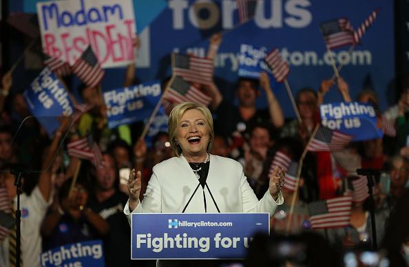 笑顔「Hillary Clinton Holds Super Tuesday Night Event In Miami」:写真・画像(5)[壁紙.com]