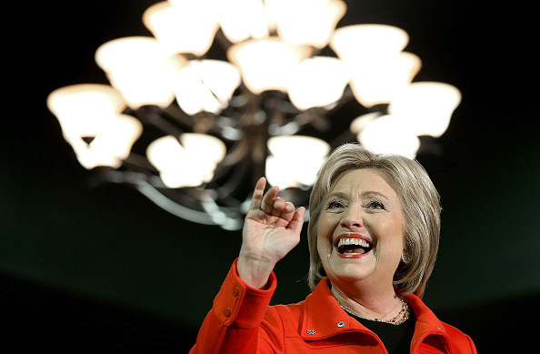 笑顔「Democratic Presidential Candidate Hillary Clinton Campaigns Throughout Iowa Ahead Of State's Caucus」:写真・画像(6)[壁紙.com]