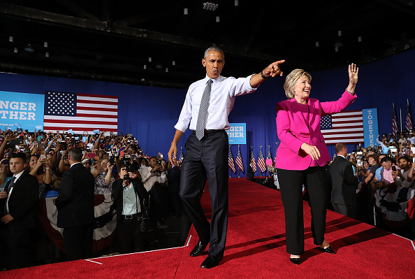 全身「President Obama Campaigns With Hillary Clinton In Charlotte」:写真・画像(3)[壁紙.com]