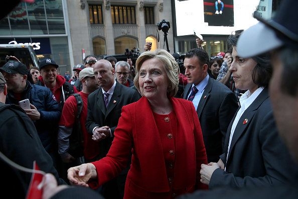 US Democratic Party 2016 Presidential Candidate「Hillary Clinton Campaigns In The Bronx Ahead Of NY Primary」:写真・画像(18)[壁紙.com]