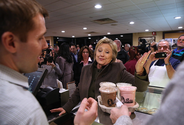 Politician「Hillary Clinton Campaigns In New Hampshire Ahead Of Primary」:写真・画像(19)[壁紙.com]