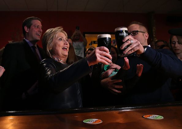 Drinking Glass「Hillary Clinton Campaigns In Midwest Ahead Of Ohio's Primary」:写真・画像(10)[壁紙.com]