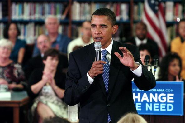 Support「Obama Campaigns At School In Norfolk, VA」:写真・画像(4)[壁紙.com]
