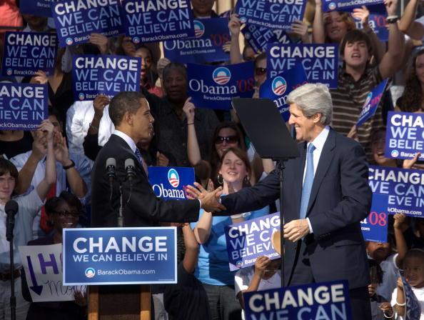 Behind「Obama Holds Rally In Charleston」:写真・画像(14)[壁紙.com]
