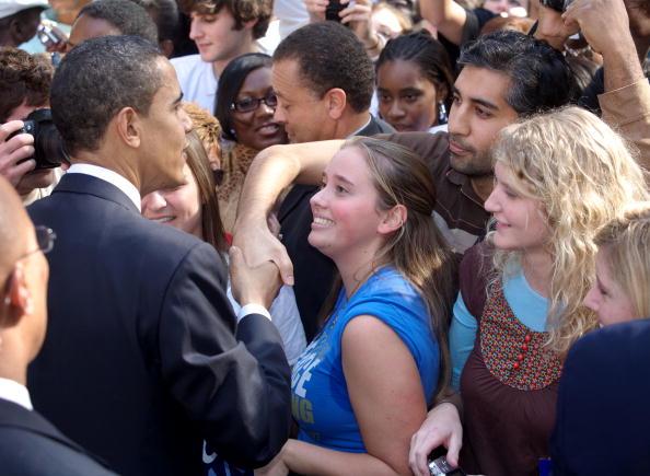 Behind「Obama Holds Rally In Charleston」:写真・画像(16)[壁紙.com]