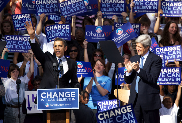 Behind「Obama Holds Rally In Charleston」:写真・画像(13)[壁紙.com]