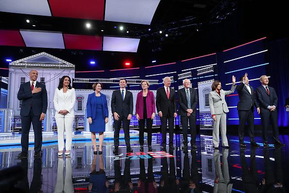 Beginnings「Democratic Presidential Candidates Participate In Debate In Atlanta, Georgia」:写真・画像(19)[壁紙.com]