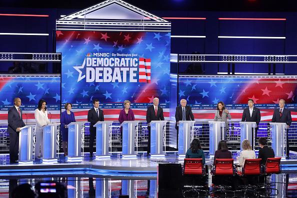 大統領選候補者討論会「Democratic Presidential Candidates Participate In Debate In Atlanta, Georgia」:写真・画像(6)[壁紙.com]