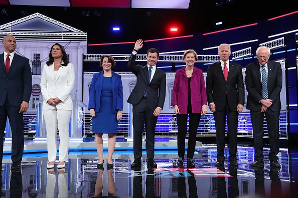 Candidate「Democratic Presidential Candidates Participate In Debate In Atlanta, Georgia」:写真・画像(9)[壁紙.com]