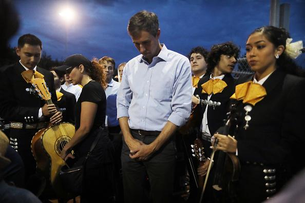 Memorial Vigil「Multiple Fatalities In Mass Shooting At Shopping Center In El Paso」:写真・画像(18)[壁紙.com]