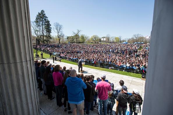 Scott Eisen「Bernie Sanders Holds Campaign Rally In Providence, Rhode Island」:写真・画像(0)[壁紙.com]