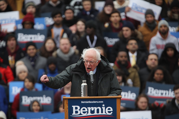 Socialist Party「Sen. Bernie Sanders Holds Campaign Rally At Brooklyn College」:写真・画像(4)[壁紙.com]