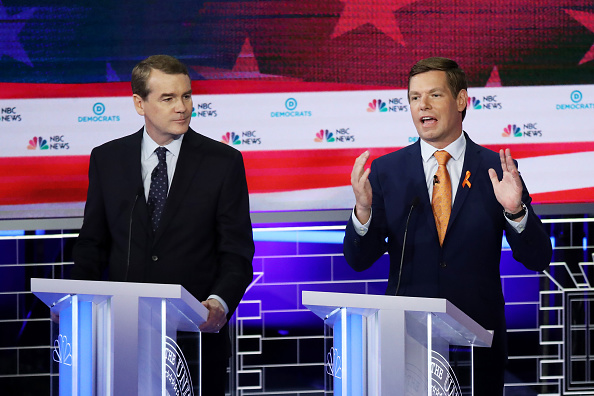 Two People「Democratic Presidential Candidates Participate In First Debate Of 2020 Election Over Two Nights」:写真・画像(12)[壁紙.com]