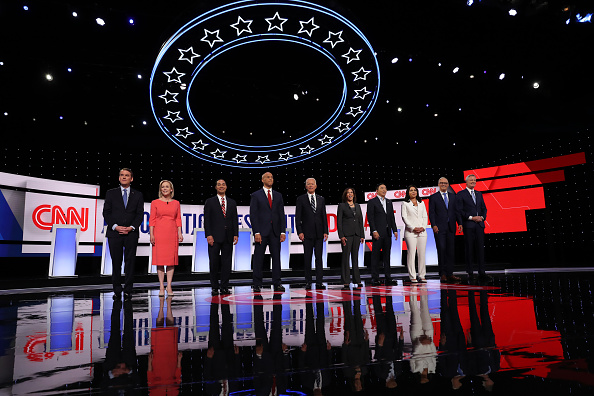 Candidate「Democratic Presidential Candidates Debate In Detroit Over Two Nights」:写真・画像(9)[壁紙.com]