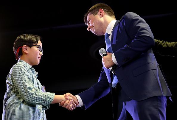 Denver「Democratic Presidential Candidate Pete Buttigieg Holds Town Hall In Denver」:写真・画像(17)[壁紙.com]