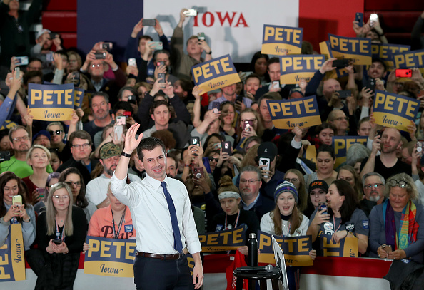 Iowa「Pete Buttigieg Campaigns For President Across Iowa Ahead Of Caucus」:写真・画像(6)[壁紙.com]