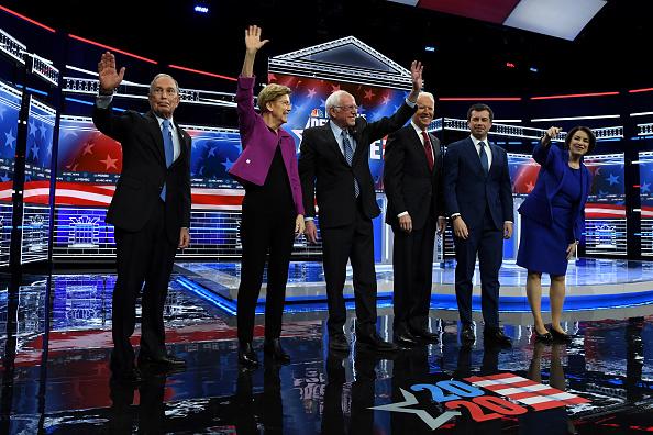 Mike Miller「Democratic Presidential Candidates Debate In Las Vegas Ahead Of Nevada Caucuses」:写真・画像(1)[壁紙.com]