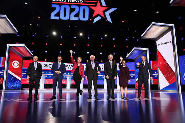 Bestof「Democratic Presidential Candidates Debate In Charleston Ahead Of SC Primary」:写真・画像(19)[壁紙.com]