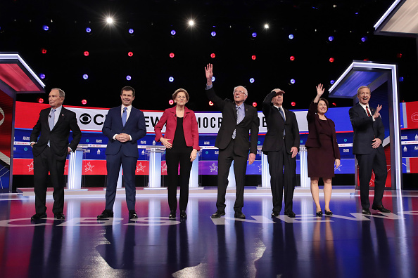 Debate「Democratic Presidential Candidates Debate In Charleston Ahead Of SC Primary」:写真・画像(13)[壁紙.com]