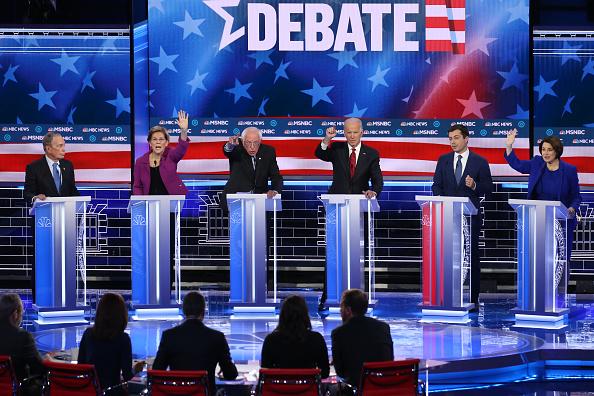 Participant「Democratic Presidential Candidates Debate In Las Vegas Ahead Of Nevada Caucuses」:写真・画像(12)[壁紙.com]