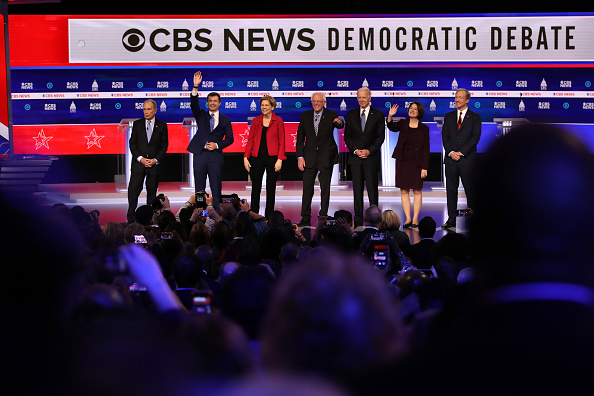 Human Role「Democratic Presidential Candidates Debate In Charleston Ahead Of SC Primary」:写真・画像(13)[壁紙.com]