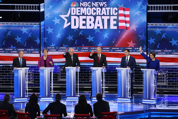 Debate「Democratic Presidential Candidates Debate In Las Vegas Ahead Of Nevada Caucuses」:写真・画像(1)[壁紙.com]
