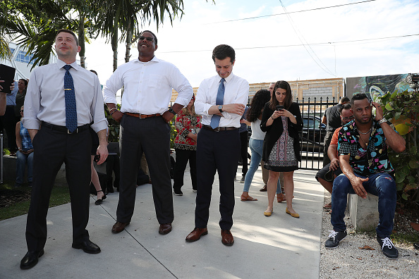 Waiting「Presidential Candidate Pete Buttigieg Holds Grassroots Fundraiser In Miami」:写真・画像(17)[壁紙.com]