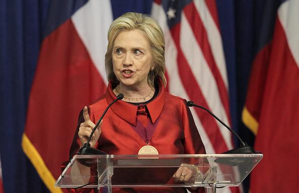 Texas Southern University「Hillary Clinton Attends The Barbara Jordan Inaugural Gold Medallion Leadership Award Ceremony」:写真・画像(16)[壁紙.com]