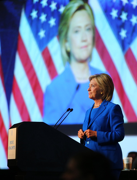 上半身「Democratic Presidential Candidates Speak At DNC Summer Meeting In Minneapolis」:写真・画像(19)[壁紙.com]