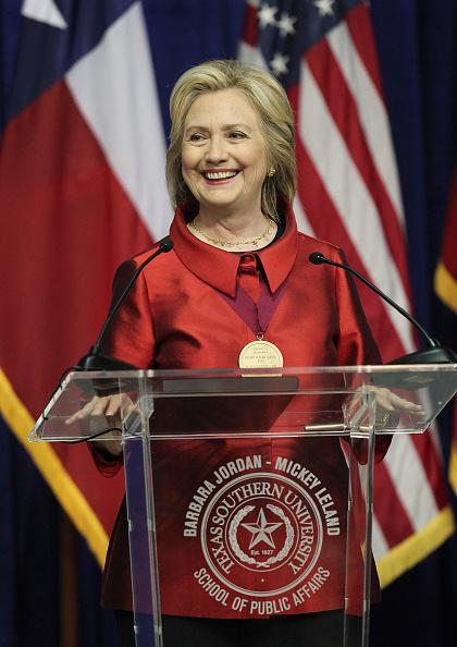 Texas Southern University「Hillary Clinton Attends The Barbara Jordan Inaugural Gold Medallion Leadership Award Ceremony」:写真・画像(11)[壁紙.com]