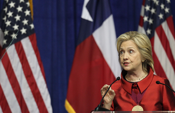 Texas Southern University「Hillary Clinton Attends The Barbara Jordan Inaugural Gold Medallion Leadership Award Ceremony」:写真・画像(15)[壁紙.com]