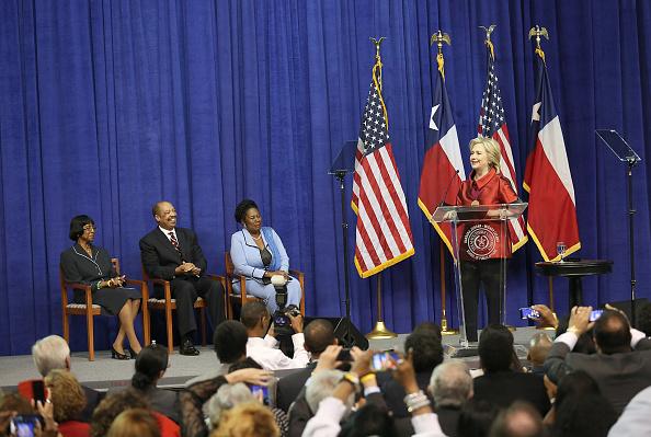 Texas Southern University「Hillary Clinton Attends The Barbara Jordan Inaugural Gold Medallion Leadership Award Ceremony」:写真・画像(18)[壁紙.com]