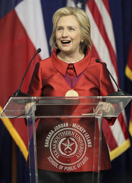 Texas Southern University「Hillary Clinton Attends The Barbara Jordan Inaugural Gold Medallion Leadership Award Ceremony」:写真・画像(13)[壁紙.com]