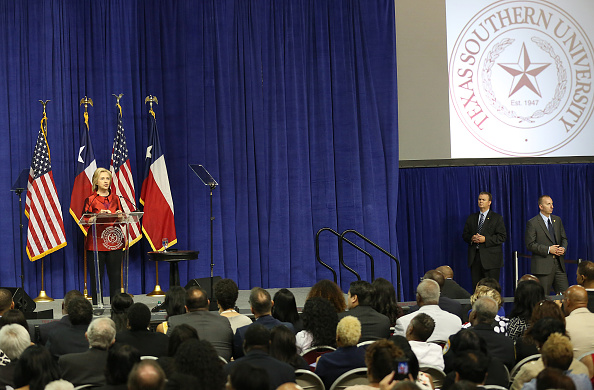 Texas Southern University「Hillary Clinton Attends The Barbara Jordan Inaugural Gold Medallion Leadership Award Ceremony」:写真・画像(17)[壁紙.com]