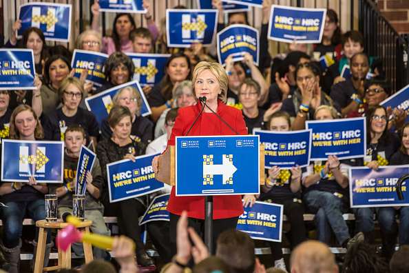 Politics and Government「Hillary Clinton Campaigns Iowa As State's Caucus Approaches」:写真・画像(10)[壁紙.com]