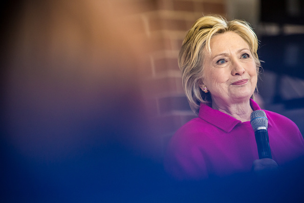 Politics and Government「Hillary Clinton Campaigns Iowa As State's Caucus Approaches」:写真・画像(12)[壁紙.com]