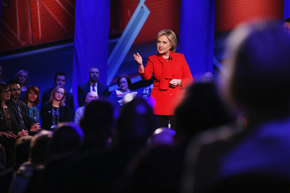 Town Hall「Democratic Presidential Candidates Participate In Town Hall Meeting In Iowa」:写真・画像(9)[壁紙.com]