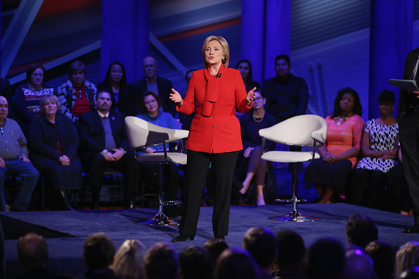 Town Hall「Democratic Presidential Candidates Participate In Town Hall Meeting In Iowa」:写真・画像(10)[壁紙.com]
