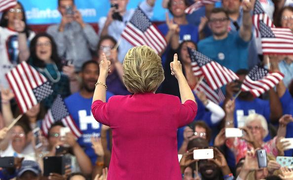 後ろ姿「Hillary Clinton And Tim Kaine Hold Post-DNC Rally In Philadelphia」:写真・画像(18)[壁紙.com]