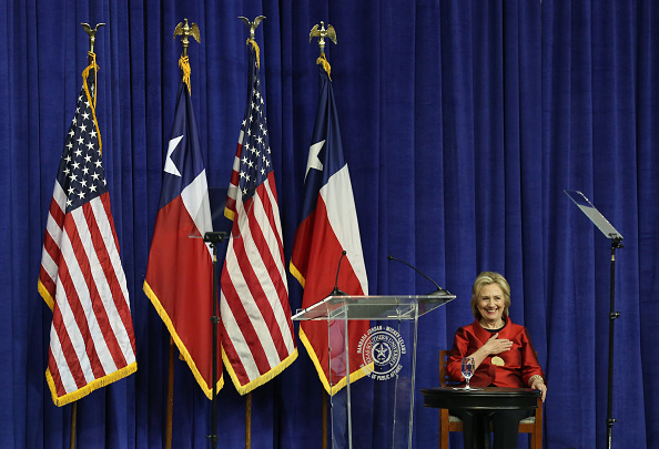 Texas Southern University「Hillary Clinton Attends The Barbara Jordan Inaugural Gold Medallion Leadership Award Ceremony」:写真・画像(19)[壁紙.com]