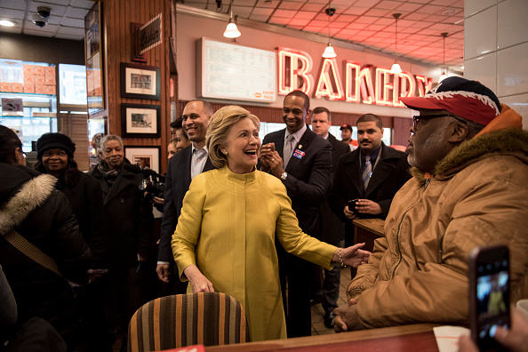 2016 United States Presidential Election「Hillary Clinton Visits Brooklyn Restaurant」:写真・画像(6)[壁紙.com]