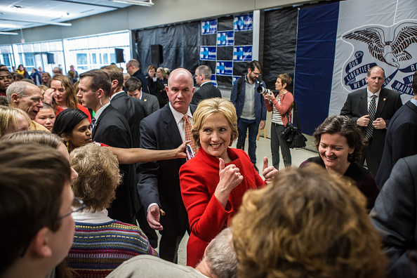 Politics and Government「Hillary Clinton Campaigns Iowa As State's Caucus Approaches」:写真・画像(11)[壁紙.com]