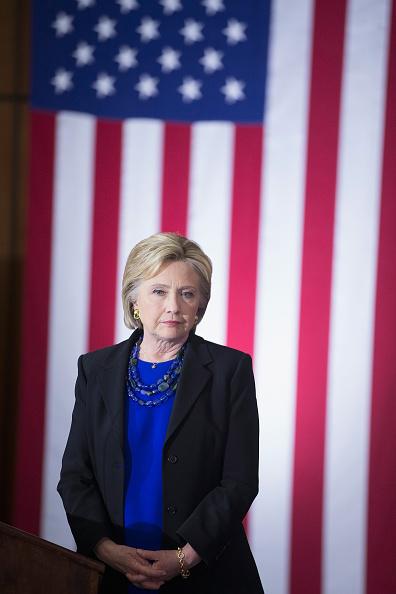 1人「Hillary Clinton Campaigns In Madison, Wisconsin」:写真・画像(0)[壁紙.com]