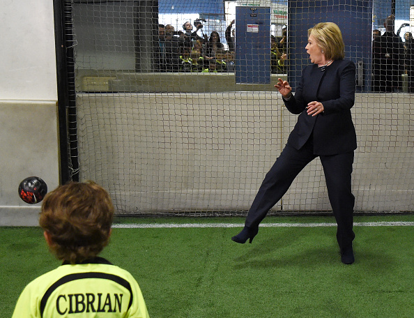 Taking a Shot - Sport「Democratic Presidential Candidate Hillary Clinton Campaigns In Nevada」:写真・画像(8)[壁紙.com]